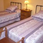 La Galiana - dormitorio amarillo - 2 camas